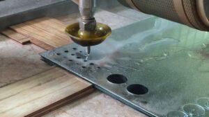 Phương pháp gia công bằng tia nước có hạt mài và ứng dụng